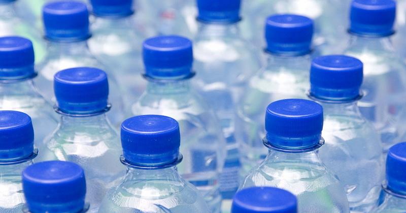 https: img.okezone.com content 2018 04 27 481 1892191 cegah-dehidrasi-berapa-banyak-air-yang-harus-kita-minum-WDaD9cPQKB.jpg
