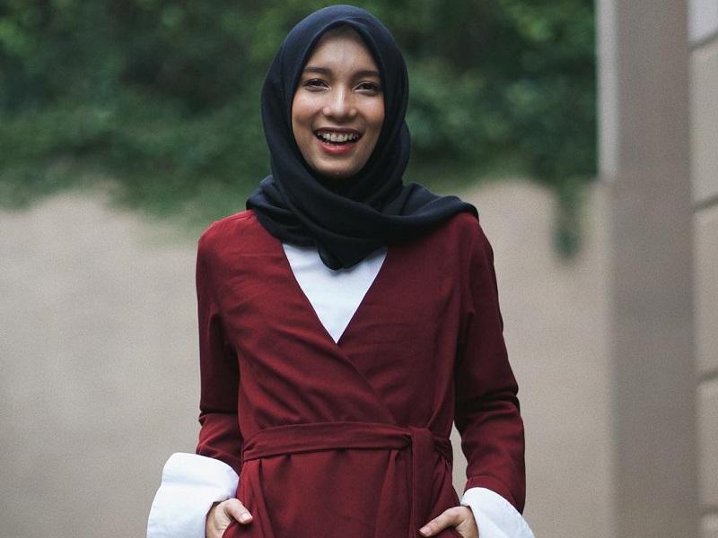 https: img.okezone.com content 2018 04 28 196 1892351 jenahara-tak-menyangka-dapat-penghargaan-indonesia-s-beautiful-women-2018-5ulNBvuAtP.jpg