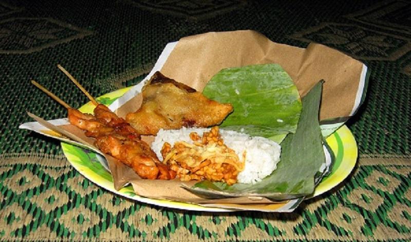 https: img.okezone.com content 2018 04 28 298 1892407 cuma-ada-di-indonesia-5-makanan-ini-namanya-super-nyeleneh-7AtpJsErem.jpg
