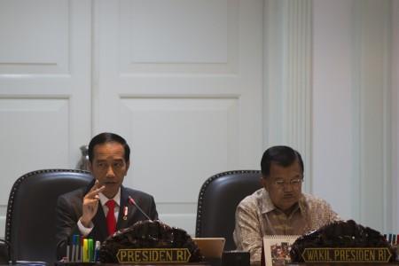 https: img.okezone.com content 2018 04 30 320 1892732 presiden-jokowi-dan-para-menteri-susun-rencana-kerja-2019-p97WF9Jv7U.jpg