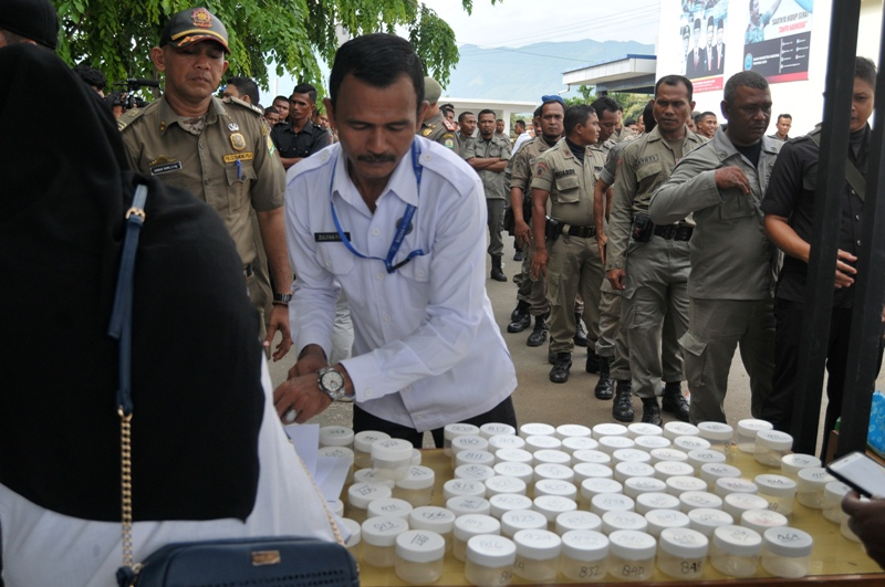https: img.okezone.com content 2018 04 30 340 1893036 ratusan-polisi-syariah-di-aceh-dites-urine-apa-hasilnya-0FoFN0rPXP.jpg