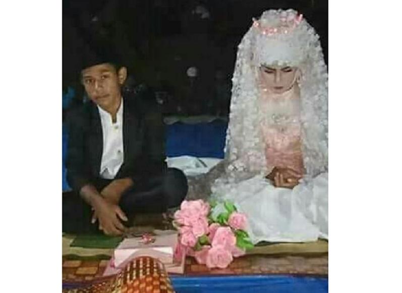 https: img.okezone.com content 2018 04 30 481 1892769 viral-pernikahan-pasangan-smp-netizen-salah-fokus-ke-make-up-manten-BVKUlcFD8M.jpg