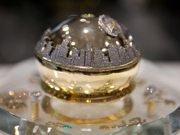 https: img.okezone.com content 2018 05 01 194 1893278 5-parfum-ini-punya-harga-yang-enggak-masuk-akal-salah-satunya-nyaris-rp14-m-j8gdw5QNkz.jpg