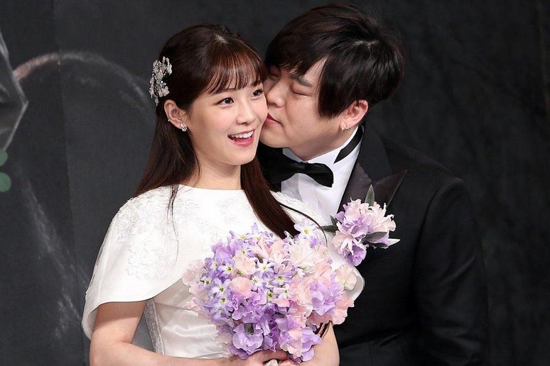 https: img.okezone.com content 2018 05 02 33 1893595 8-seleb-korea-ini-sukses-kejutkan-fans-dari-pacaran-diam-diam-hingga-hamil-di-luar-nikah-2CnVE4oz6X.jpg