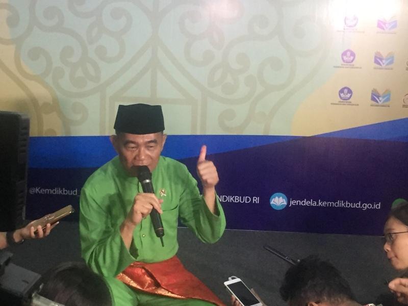 https: img.okezone.com content 2018 05 02 65 1893685 mendikbud-pendidikan-indonesia-butuh-penguatan-hots-3HGU8inzuR.jpg