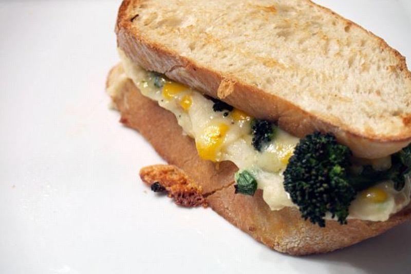 https: img.okezone.com content 2018 05 03 298 1894063 sarapan-semakin-sehat-dengan-sandwich-kentang-dan-burger-tempe-iAstAyz8b1.jpg