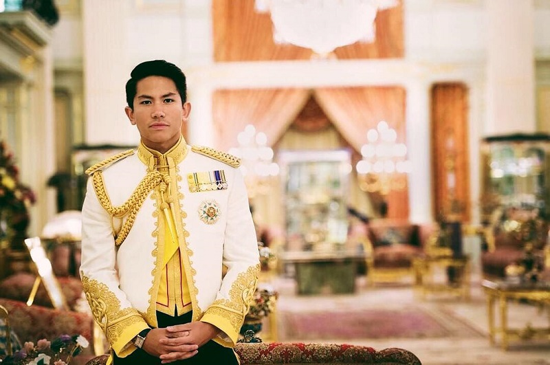 https: img.okezone.com content 2018 05 03 406 1893966 berkunjung-ke-jakarta-pangeran-tampan-dari-brunei-bikin-heboh-netizen-3WpZGxK0DO.jpg