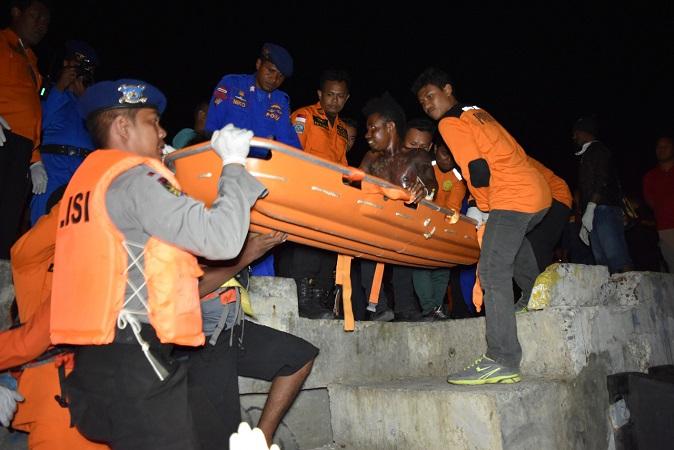 https: img.okezone.com content 2018 05 05 340 1894760 10-dari-12-korban-speedboat-terbalik-di-perairan-merauke-ditemukan-selamat-ytcytofHGM.jpg