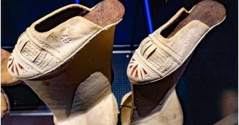 https: img.okezone.com content 2018 05 07 194 1895252 uniknya-sepatu-kayu-chopines-tunjukkan-status-sosial-pemakainya-wgbQx6Gtq7.jpg