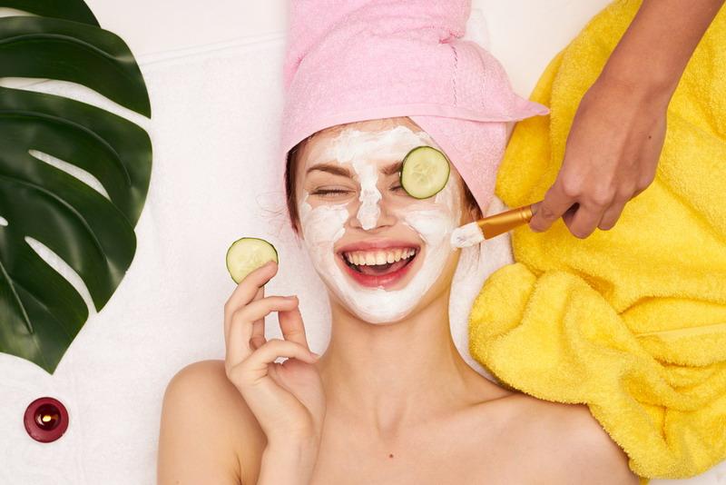 https: img.okezone.com content 2018 05 09 194 1896320 4-masker-alami-yang-pas-untuk-kulit-berminyak-di-musim-panas-fbdzsuAWQR.jpg