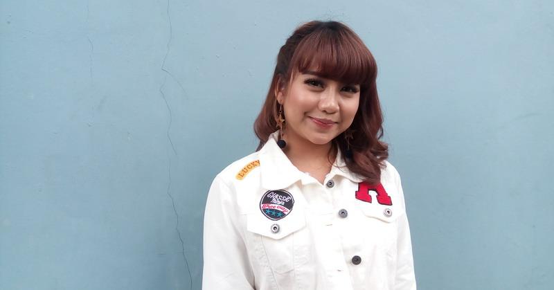 https: img.okezone.com content 2018 05 09 205 1896194 terkenal-karena-indonesian-idol-ghea-indrawari-tak-takut-kena-star-syndrome-JqLErmghNv.jpg