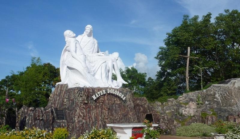https: img.okezone.com content 2018 05 10 406 1896676 peringati-kenaikan-isa-almasih-ini-3-destinasi-wisata-religi-di-indonesia-Wr1EzenOld.jpg