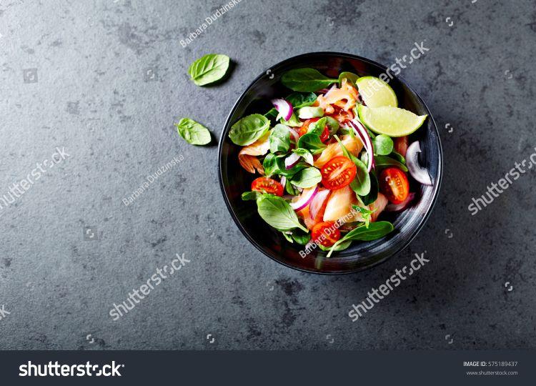https: img.okezone.com content 2018 05 11 298 1896974 rasa-unik-salad-mediterania-dengan-bahan-bahan-yang-asin-begini-cara-membuatnya-T3YC1RFb5z.jpg