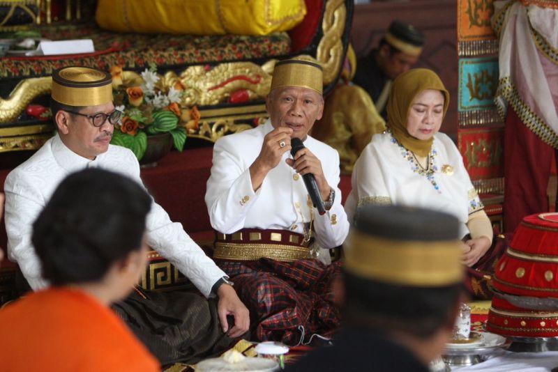 Tiba di Tanah Luwu, Calon Gubernur Ichsan Yasin Limpo Disambut secara Adat
