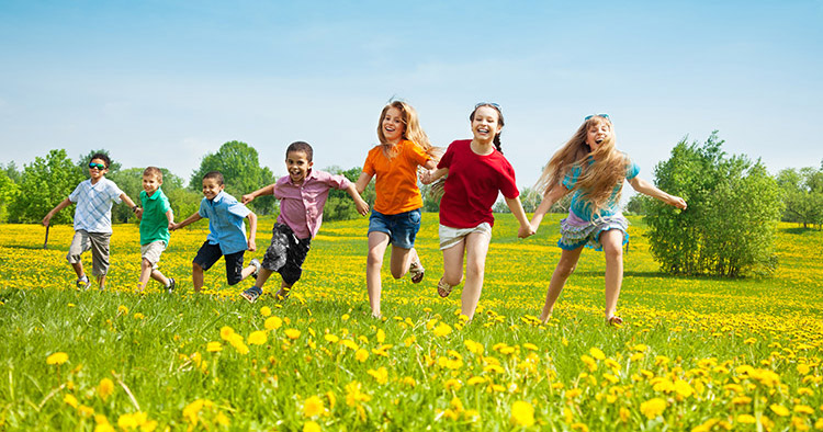 https: img.okezone.com content 2018 05 11 481 1897040 anak-geli-bermain-di-luar-ruangan-begini-cara-menyiasatinya-DJ5ZWneImI.jpg