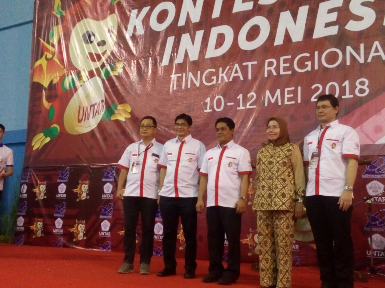 https: img.okezone.com content 2018 05 12 65 1897418 tuan-rumah-kontes-robot-indonesia-untar-dukung-pengembangan-sdm-menuju-industri-4-0-RMITLUqCZy.jpeg