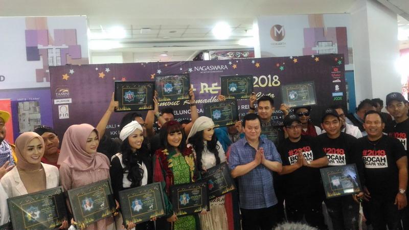 https: img.okezone.com content 2018 05 14 205 1898313 rilis-3-album-religi-jelang-ramadan-nagaswara-gandeng-puluhan-penyanyi-berbakat-jsFbx7ox7f.jpg
