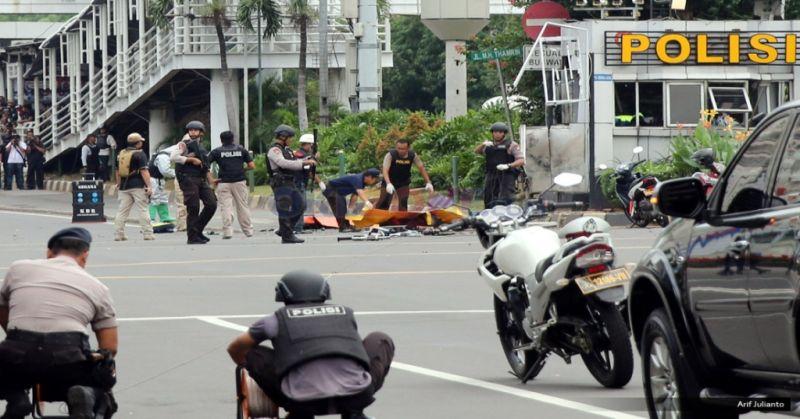 https: img.okezone.com content 2018 05 16 406 1898971 dampak-teror-bom-sudah-13-negara-keluarkan-travel-advice-ke-indonesia-znwdiKSjZX.jpg