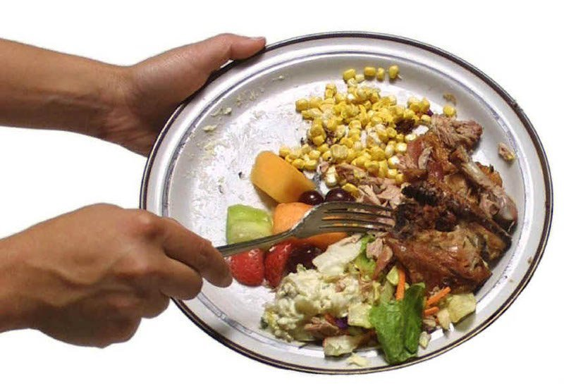 https: img.okezone.com content 2018 05 16 481 1899153 indonesia-peringkat-kedua-negara-yang-suka-buang-makanan-tFeZJW3yOY.jpg