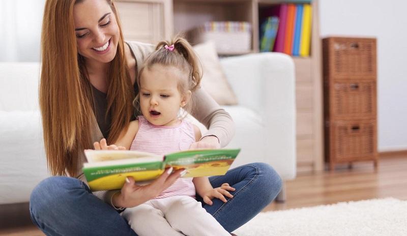 https: img.okezone.com content 2018 05 17 196 1899580 4-manfaat-baca-buku-bagi-anak-orangtua-milenial-wajib-tahu-5RockEseJf.jpg