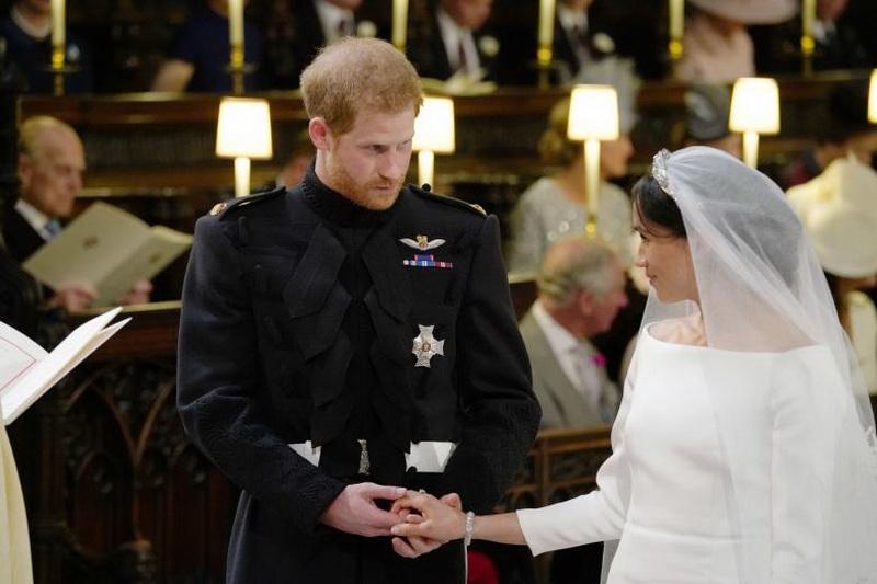 https: img.okezone.com content 2018 05 19 33 1900317 resmi-menikah-pangeran-harry-dan-meghan-keliling-kota-windsor-CqbVENNfc0.jpg