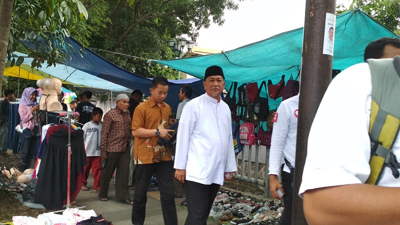 Deddy Mizwar Maksimalkan Kampanye di Pasar Kaget Selama Ramadan