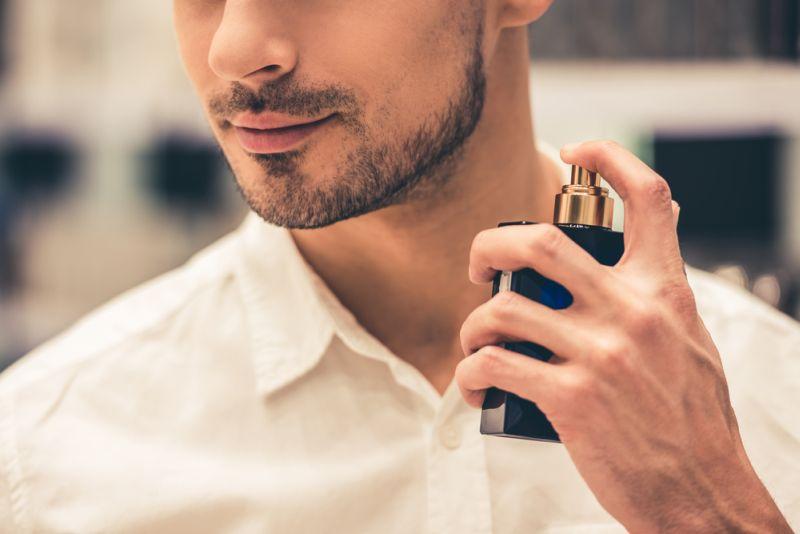 https: img.okezone.com content 2018 05 22 196 1901326 kesal-karena-aroma-parfum-gampang-hilang-ini-5-trik-menyiasatinya-MSoBtLRXTm.jpg