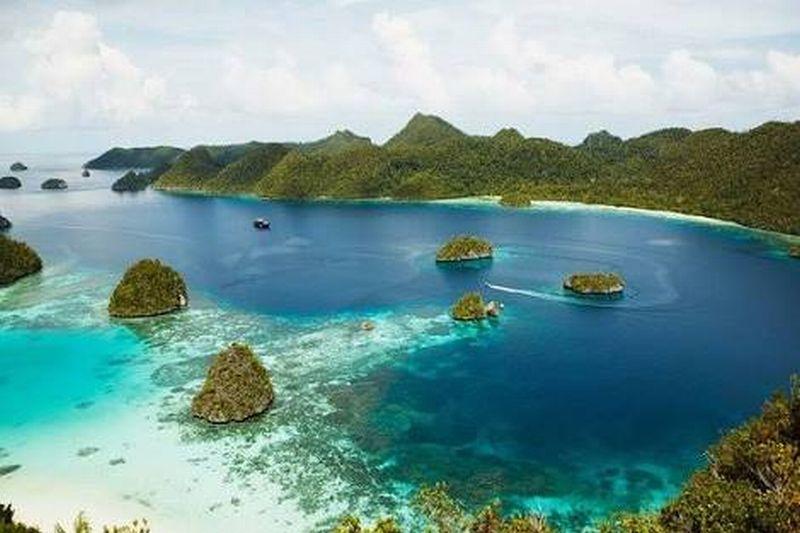 https: img.okezone.com content 2018 05 22 406 1901316 pulau-moyo-di-sumbawa-surga-kecil-yang-pernah-jadi-tempat-singgah-lady-diana-mZsuBTwCV6.jpg
