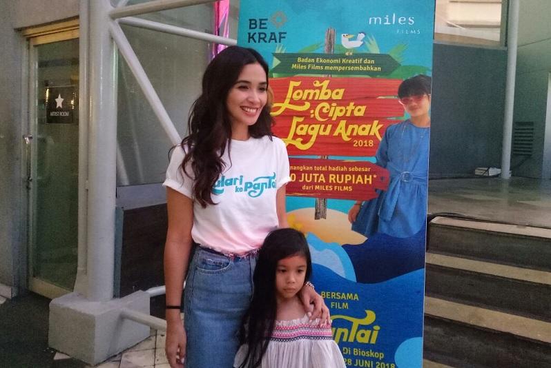 https: img.okezone.com content 2018 05 25 206 1902459 marsha-timothy-senang-film-anak-indonesia-mulai-bergeliat-2uq5k47afy.jpg