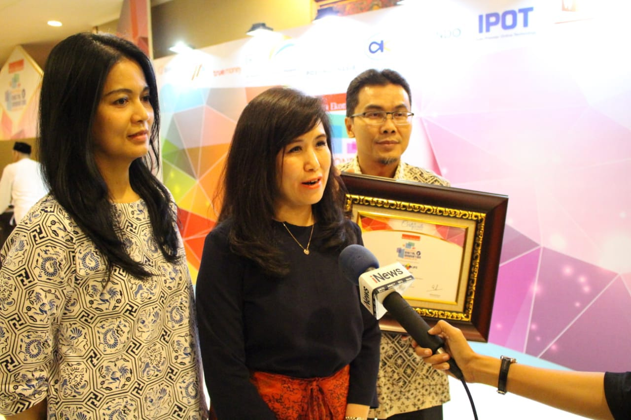 https: img.okezone.com content 2018 05 26 320 1903026 mnc-life-raih-penghargaan-indonesia-digital-innovation-award-2018-QBk3L5G4GY.jpeg