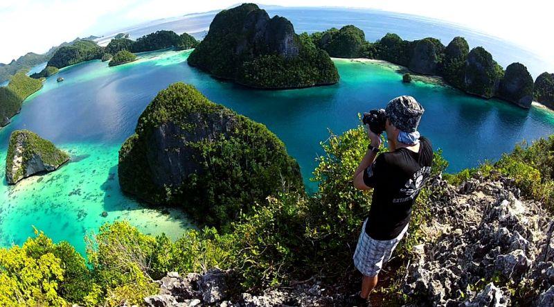 https: img.okezone.com content 2018 06 05 406 1907049 3-perilaku-wisatawan-yang-rusak-surga-kecil-di-indonesia-banyak-yang-lolos-tanpa-dihukum-ZiW1ztMLeL.jpg