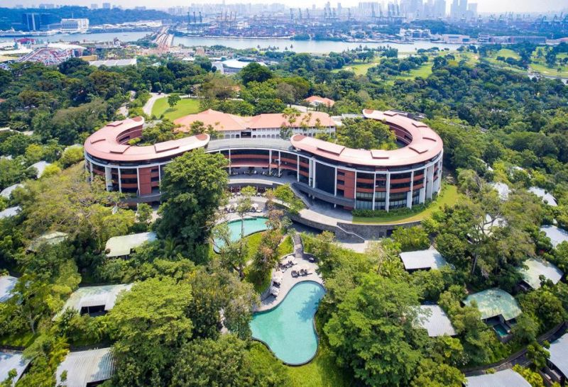 https: img.okezone.com content 2018 06 07 406 1907864 mewahnya-hotel-capella-bekas-zaman-kolonial-jadi-tempat-donald-trump-dan-kim-jong-un-bertemu-tMzpm67EPE.jpg