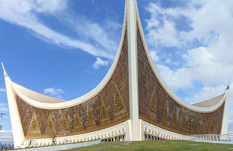 https: img.okezone.com content 2018 06 10 406 1908778 sederet-masjid-dengan-arsitektur-unik-ada-di-indonesia-semua-loh-UzYwFfPoK5.jpg