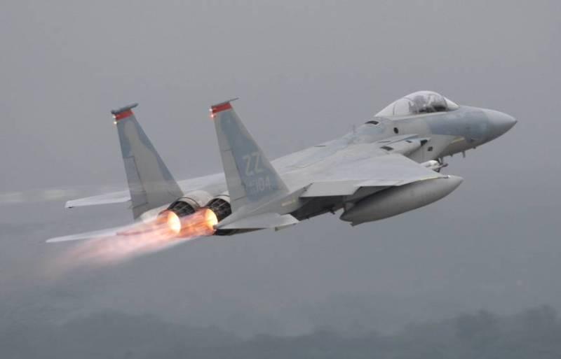 https: img.okezone.com content 2018 06 11 18 1909228 jet-tempur-f-15-as-jatuh-di-laut-jepang-AtQv4ZTTpK.jpg