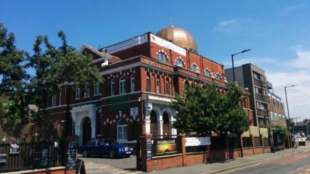 https: img.okezone.com content 2018 06 12 18 1909504 pimpinan-masjid-di-london-tegaskan-bitcoin-boleh-untuk-zakat-58EiDFYJiI.jpg