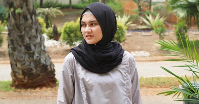 https: img.okezone.com content 2018 06 13 33 1909985 hamil-tua-zee-zee-shahab-pilih-tak-liburan-usai-lebaran-riHZEoXmhn.jpg