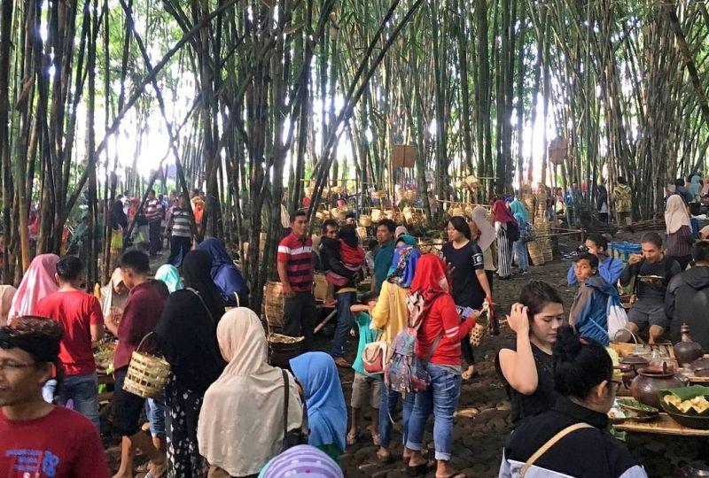 https: img.okezone.com content 2018 06 13 406 1909991 kebun-bambu-tempat-pembuangan-sampah-ini-disulap-jadi-wisata-yang-sajikan-144-jenis-jajanan-gL3mcS7iQ9.jpg