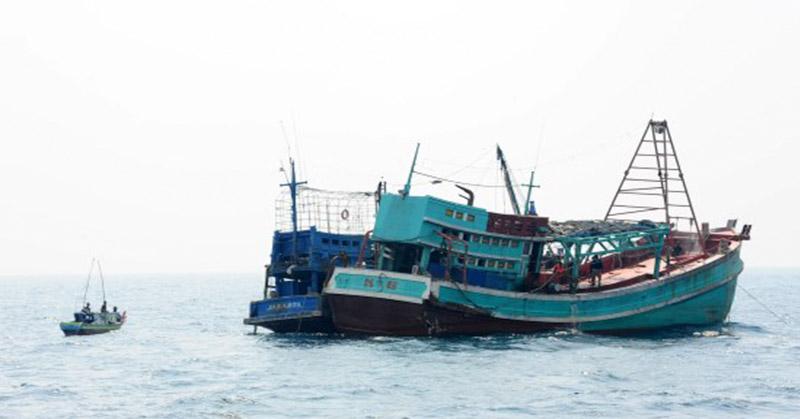 https: img.okezone.com content 2018 06 14 340 1910500 kapal-berisi-7-imigran-china-ditemukan-mengapung-kehabisan-bbm-di-kupang-lCzOHm63Uy.jpg