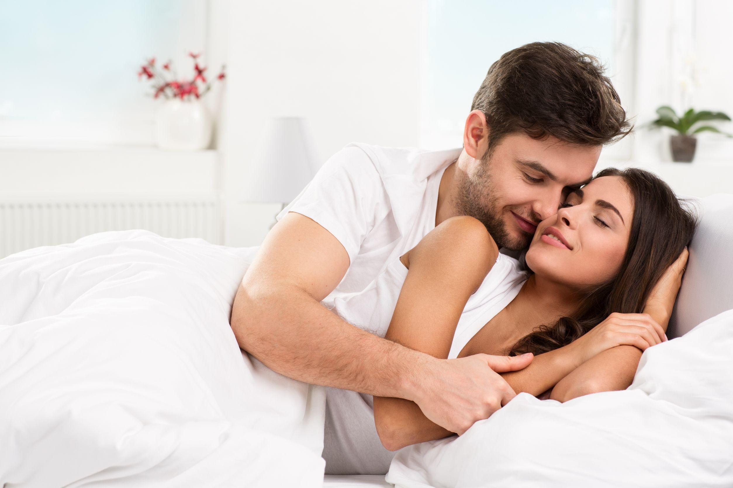 https: img.okezone.com content 2018 06 20 481 1912027 pukul-15-00-sore-ternyata-waktu-terbaik-untuk-bercinta-dengan-pasangan-18Hy2wjELU.jpg