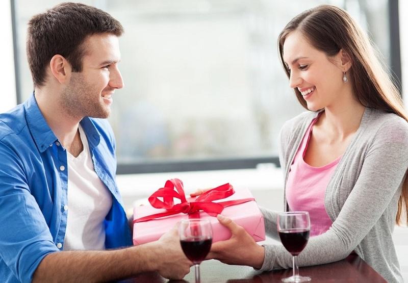 Androstadienone adalah senyawa kimia yang bersifat sebagai afrodisiak yang dapat meningkatkan mood dan gairah seksual.