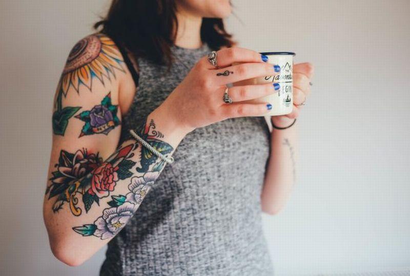 https: img.okezone.com content 2018 06 21 196 1912423 4-bahaya-yang-mengintai-pengguna-tato-ketahui-dulu-risikonya-sebelum-membuat-Efs1SOF6tm.jpg