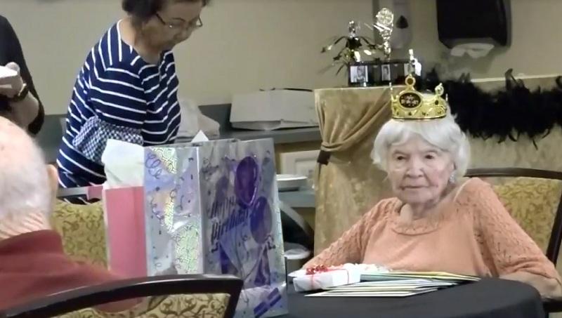 https: img.okezone.com content 2018 06 21 481 1912172 nenek-ini-bocorkan-rahasia-umur-panjang-hingga-105-tahun-BbR1yQBKsk.jpg