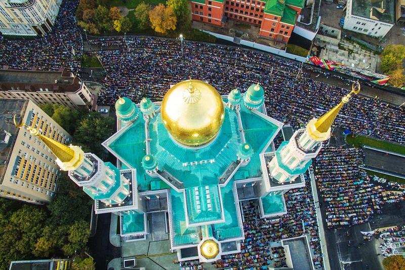 https: img.okezone.com content 2018 06 23 406 1913092 nonton-langsung-piala-dunia-jangan-lupa-nikmati-wanginya-sholat-di-masjid-katedral-moskow-PeWLob80ek.jpg