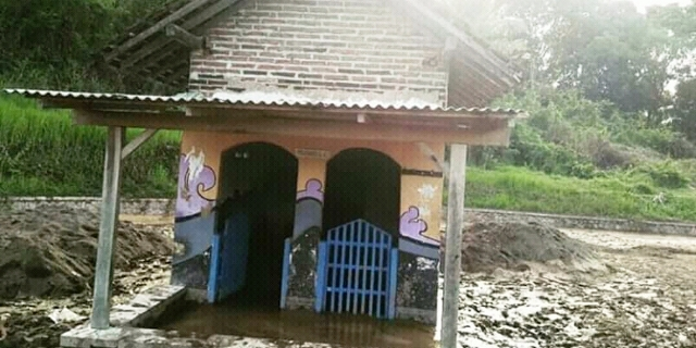 https: img.okezone.com content 2018 06 24 519 1913444 musala-masih-berdiri-kokoh-usai-tersapu-banjir-bandang-di-banyuwangi-b509V7x4Ot.jpg