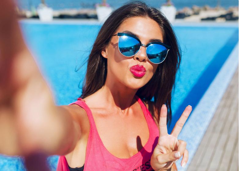 https: img.okezone.com content 2018 06 25 194 1913496 gaya-selfie-seseorang-bisa-tunjukkan-kepribadian-loh-anda-yang-mana-MdKjjuoe5F.png