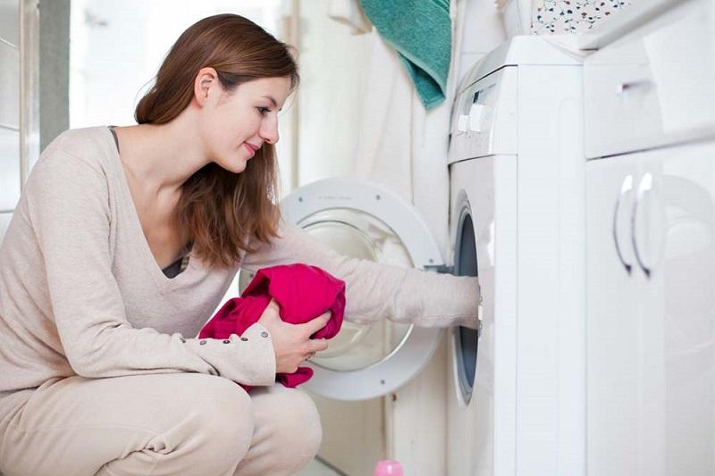 https: img.okezone.com content 2018 06 25 196 1913834 perhatikan-suhu-mesin-cuci-agar-terhindar-dari-serangan-ngengat-H5rtb99qbI.jpg