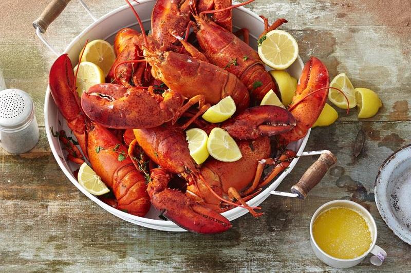 https: img.okezone.com content 2018 06 25 298 1913865 unik-restoran-ini-punya-pegawai-khusus-pengupas-lobster-agar-tangan-pelanggan-tak-kotor-jcIumMfWGn.jpg