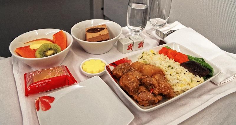 https: img.okezone.com content 2018 06 26 298 1914290 trik-mudah-jadikan-makanan-hambar-pesawat-terasa-lebih-lezat-velT2a59bQ.jpg