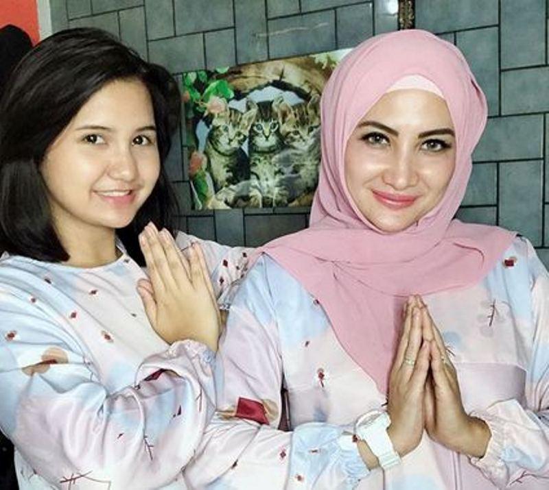 https: img.okezone.com content 2018 06 26 33 1914054 nadiva-maureen-anak-gadis-natalie-sarah-yang-kain-saingi-kecantikan-sang-bunda-M7PzvgaOmf.jpg