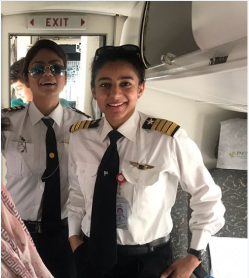 https: img.okezone.com content 2018 06 26 406 1914016 terbangkan-pesawat-di-rute-menantang-2-perempuan-pilot-pakistan-jadi-viral-di-sosmed-5wknKoi3tr.jpg